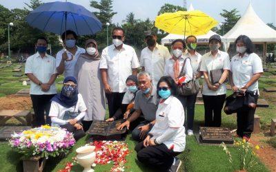 Jajaran Pengurus Beserta Pegawai KONI Pusat Ziarah Ke Makam Lukman Niode