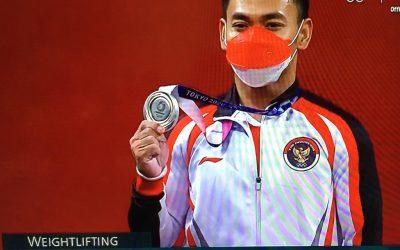 Lifter Eko Yuli Irawan Raih Medali Perak untuk Indonesia